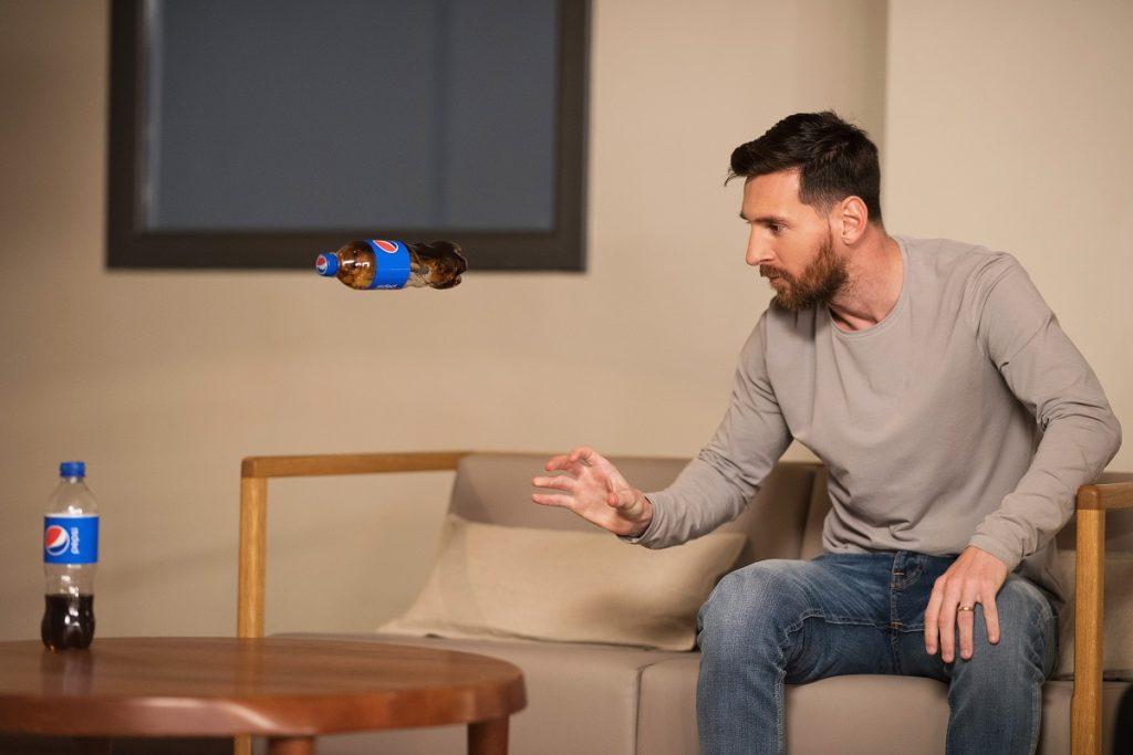 Leo Messi ve Mohamed Salah, For The Love Of Pepsi kampanyasında 1549953779 2019 PEPSI FOOTBALL MESSI BTS 13 1024x683